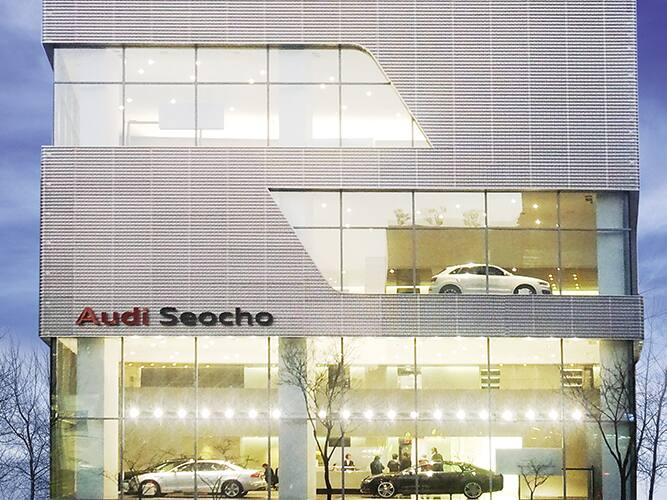 10.seocho667x500_showroom.jpg